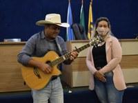 Jefferson Lima canta para os servidores da Câmara